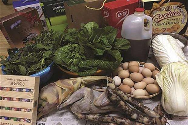 Trở về thành phố sau Tết, những người con xa quê còn mang theo nhiều món ăn nặng trĩu tình yêu của cha mẹ - Ảnh 11.