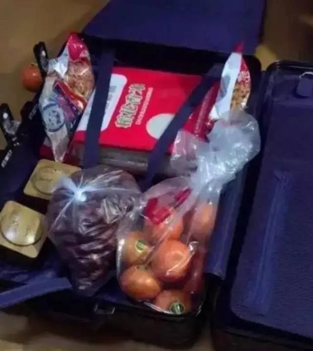 Trở về thành phố sau Tết, những người con xa quê còn mang theo nhiều món ăn nặng trĩu tình yêu của cha mẹ - Ảnh 14.