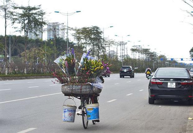 Nhà giàu Hà Nội chi tiền triệu chơi hoa lê rừng sau Tết - Ảnh 19.