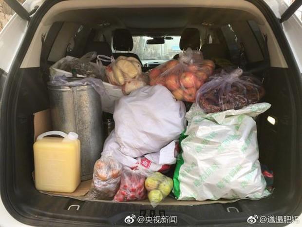 Trở về thành phố sau Tết, những người con xa quê còn mang theo nhiều món ăn nặng trĩu tình yêu của cha mẹ - Ảnh 3.