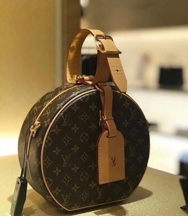 LV Petite Boite Chapeau - chiếc túi có gì đặc biệt mà khiến các tín đồ thời trang thi nhau đụng hàng - Ảnh 3.