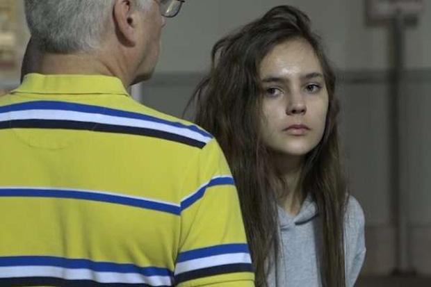 Giả vờ đi nhờ xe, cô người mẫu tuổi teen lập mưu cùng đồng bọn dùng súng và vũ lực cướp tài sản của bạn - Ảnh 5.