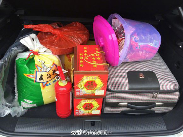 Trở về thành phố sau Tết, những người con xa quê còn mang theo nhiều món ăn nặng trĩu tình yêu của cha mẹ - Ảnh 5.