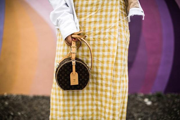 LV Petite Boite Chapeau - chiếc túi có gì đặc biệt mà khiến các tín đồ thời trang thi nhau đụng hàng - Ảnh 5.