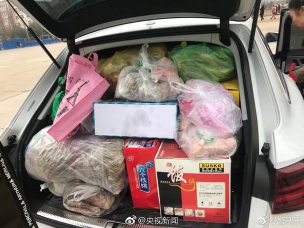 Trở về thành phố sau Tết, những người con xa quê còn mang theo nhiều món ăn nặng trĩu tình yêu của cha mẹ - Ảnh 6.