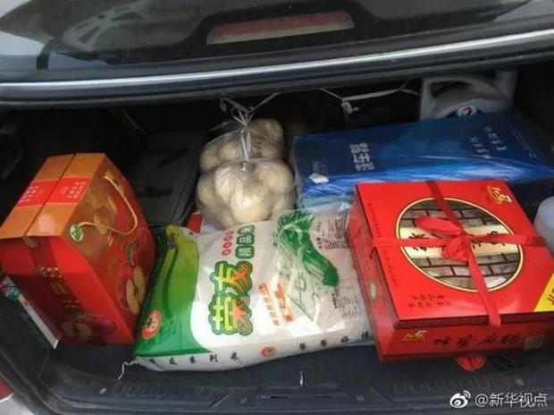 Trở về thành phố sau Tết, những người con xa quê còn mang theo nhiều món ăn nặng trĩu tình yêu của cha mẹ - Ảnh 10.