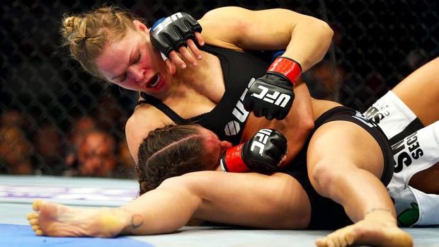 Ronda Rousey: Chuyện hậu trường của mỹ nhân mạnh mẽ nhất làng võ UFC - Ảnh 2.
