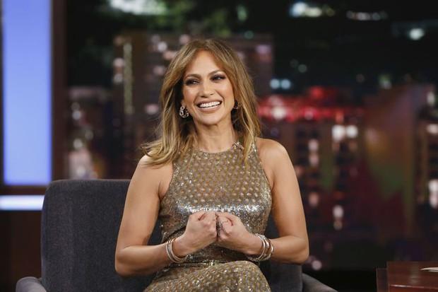 Gần 50 tuổi nhưng điều gì đã giúp Jennifer Lopez vẫn luôn trẻ trung, quyến rũ? - Ảnh 1.