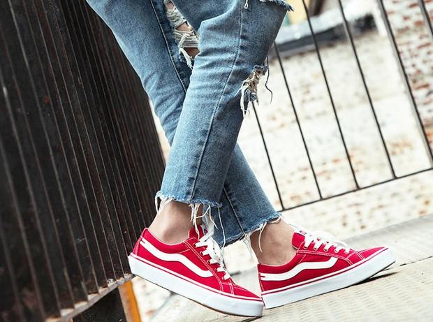 5 loại giày ai cũng nên né kẻo vừa làm hôi chân, vừa gây hại sức khoẻ - Ảnh 1.