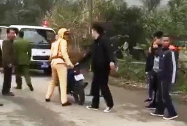 Clip nhóm thanh niên đánh võng, vu vạ CSGT đánh người - Ảnh 3.