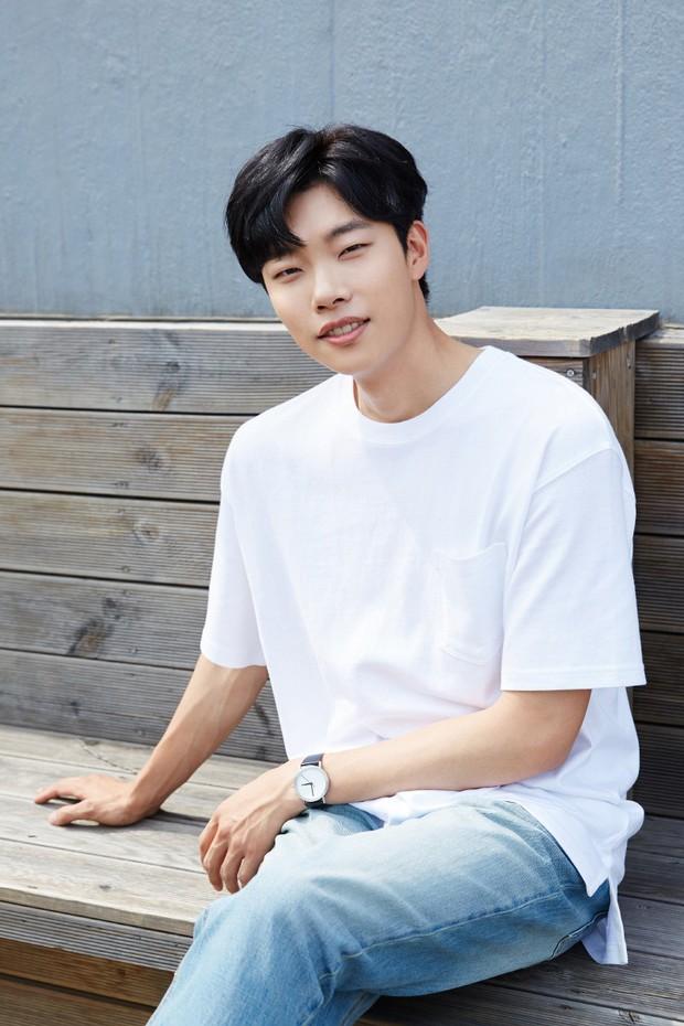 Xuất hiện nữ diễn viên hot đến mức đánh bật cả thánh sống Kang Dong Won, Gong Yoo và loạt sao hạng A - Ảnh 7.