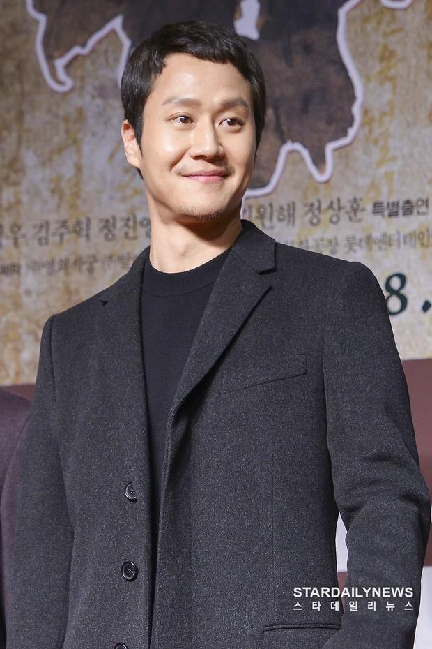 Xuất hiện nữ diễn viên hot đến mức đánh bật cả thánh sống Kang Dong Won, Gong Yoo và loạt sao hạng A - Ảnh 8.
