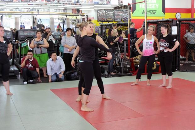 Ronda Rousey: Chuyện hậu trường của mỹ nhân mạnh mẽ nhất làng võ UFC - Ảnh 7.