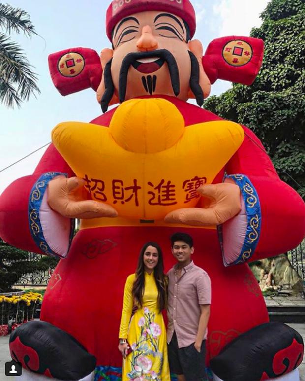 Cô gái Tây xinh đẹp đăng ảnh nắm tay cực tình cảm với Hiếu Nguyễn - Ảnh 4.