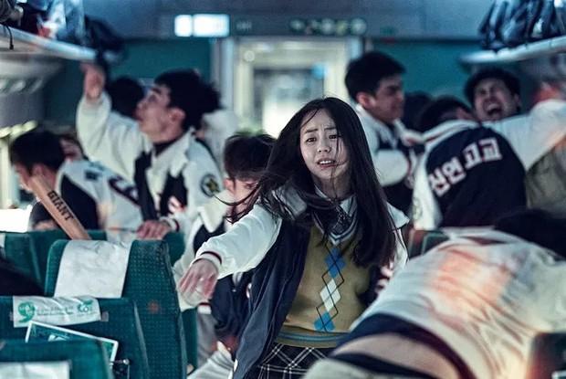 Sohee tái hiện lại phân đoạn hóa zombie trong Train To Busan - Ảnh 1.