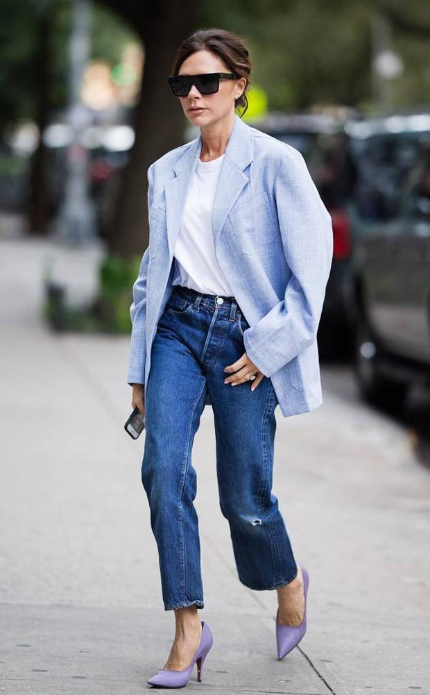 """Victoria Beckham giữ quần jeans lên phom đứng dáng bằng cách """"lười"""" giặt - Ảnh 2."""