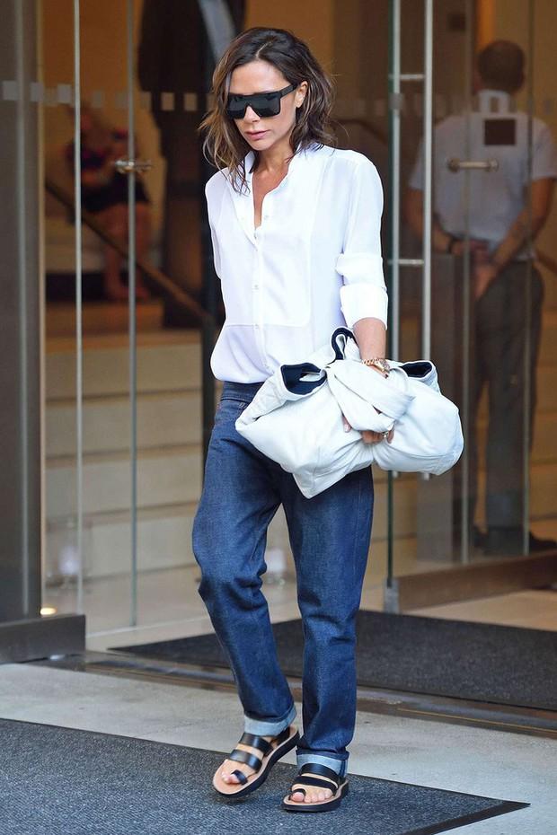 """Victoria Beckham giữ quần jeans lên phom đứng dáng bằng cách """"lười"""" giặt - Ảnh 5."""