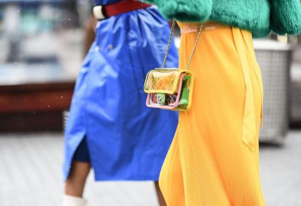 Túi nhựa trong suốt lại oanh tạc tại các Tuần lễ thời trang và dự là sẽ thành hot trend trong năm nay - Ảnh 3.
