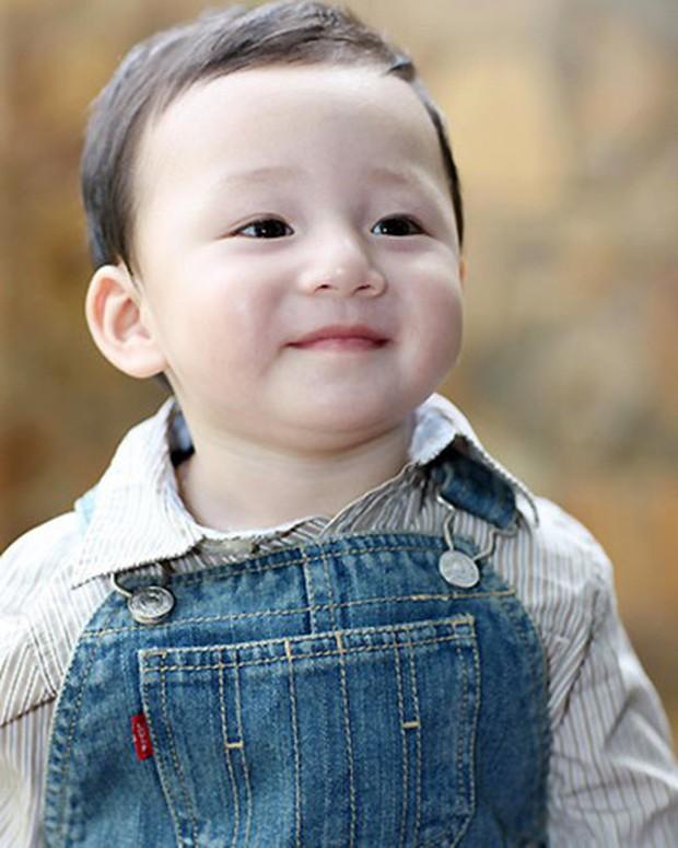 Tròn 10 tuổi, con trai của Quang Dũng - Jennifer Phạm ngày càng chững chạc và điển trai! - Ảnh 1.