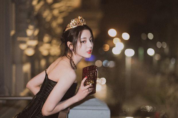 Địch Lệ Nhiệt Ba: Đằng sau vẻ ngoài sang chảnh là cô diễn viên cực hài, cực lầy! - Ảnh 2.