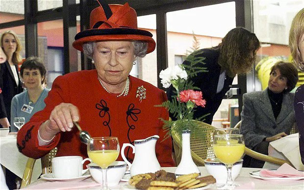 Đầu bếp Hoàng gia Anh tiết lộ chế độ ăn của Nữ hoàng Elizabeth để có cơ thể khỏe mạnh - Ảnh 2.