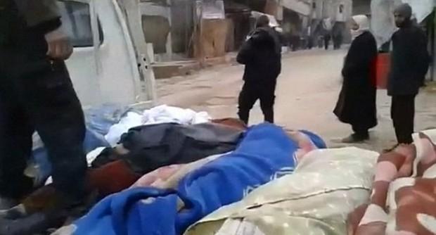 Thảm cảnh của những đứa trẻ tại thánh địa chết chóc Syria: Nỗi đau của các em vẫn chưa có hồi kết - Ảnh 10.