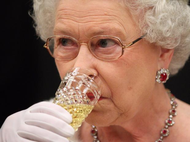 Đầu bếp Hoàng gia Anh tiết lộ chế độ ăn của Nữ hoàng Elizabeth để có cơ thể khỏe mạnh - Ảnh 7.