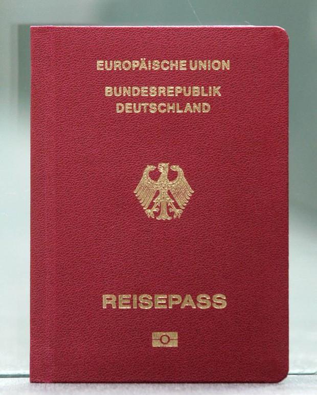 Không còn sở hữu tấm hộ chiếu quyền lực nhất thế giới năm 2018, nước Đức đã bị hai quốc gia châu Á soán ngôi - Ảnh 1.