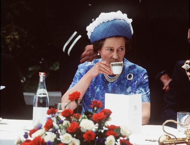 Đầu bếp Hoàng gia Anh tiết lộ chế độ ăn của Nữ hoàng Elizabeth để có cơ thể khỏe mạnh - Ảnh 1.