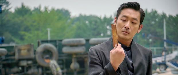 3 tài tử hạng A từng từ chối vai Yoo Shi Jin cũng suýt là nam chính phim Hàn hot nhất 2017 - Ảnh 1.