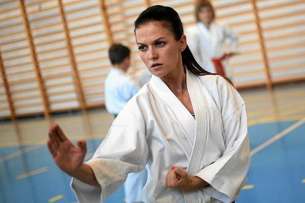 Vợ xinh của Lewandowski là cao thủ karate, có đai đen - Ảnh 2.