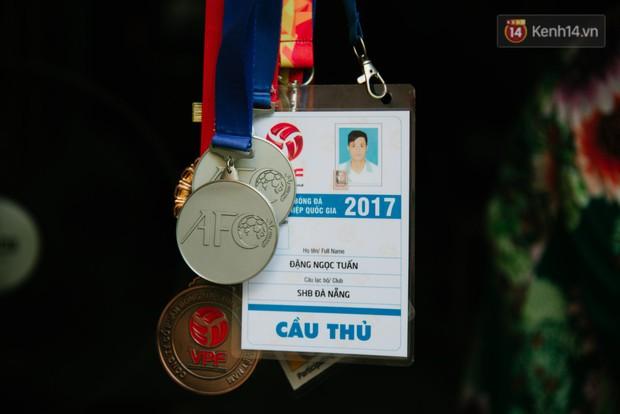 Về thăm căn nhà nhỏ cũ kỹ của gia đình thủ môn U23 Việt Nam: Mẹ ung thư, cha mất khả năng lao động - Ảnh 8.