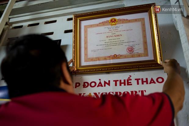 Về thăm căn nhà nhỏ cũ kỹ của gia đình thủ môn U23 Việt Nam: Mẹ ung thư, cha mất khả năng lao động - Ảnh 7.