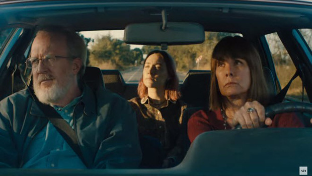 Không chỉ có mẹ, đây là 4 nhân vật đã làm thay đổi cuộc đời nàng Lady Bird - Ảnh 2.