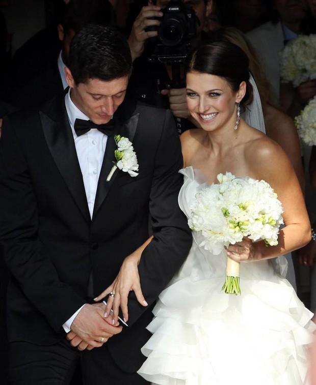 Vợ xinh của Lewandowski là cao thủ karate, có đai đen - Ảnh 6.