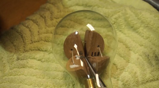 Hướng dẫn tự chế quả cầu disco từ một chiếc bóng đèn sợi đốt cũ - Ảnh 2.