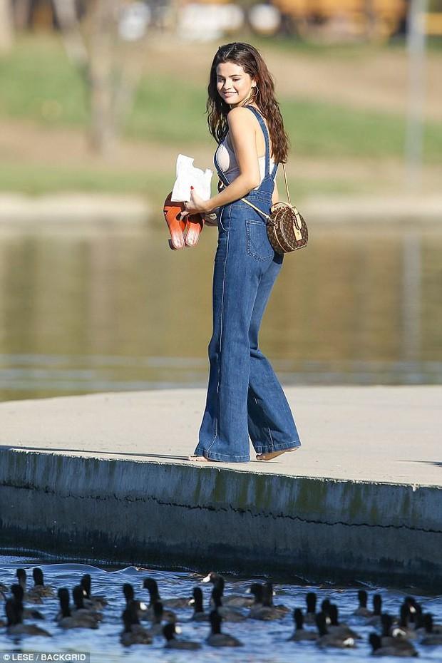 Selena trang điểm nhẹ vẫn cực xinh, thảo nào cả Charlie Puth lẫn Justin Bieber đều phải lòng - Ảnh 1.