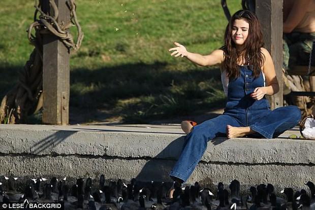 Selena trang điểm nhẹ vẫn cực xinh, thảo nào cả Charlie Puth lẫn Justin Bieber đều phải lòng - Ảnh 3.