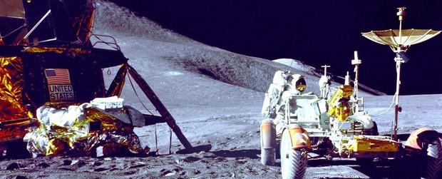 Không thể tin được: Con người xả tới 187 tấn rác trên bề mặt Mặt trăng - Ảnh 1.
