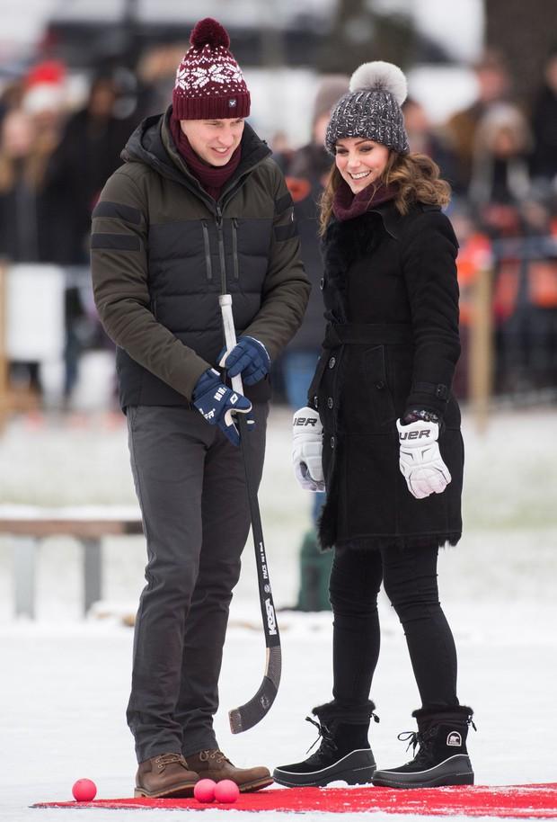 Công nương Kate Middleton bị phản đối vì diện mũ làm từ lông thú - Ảnh 1.