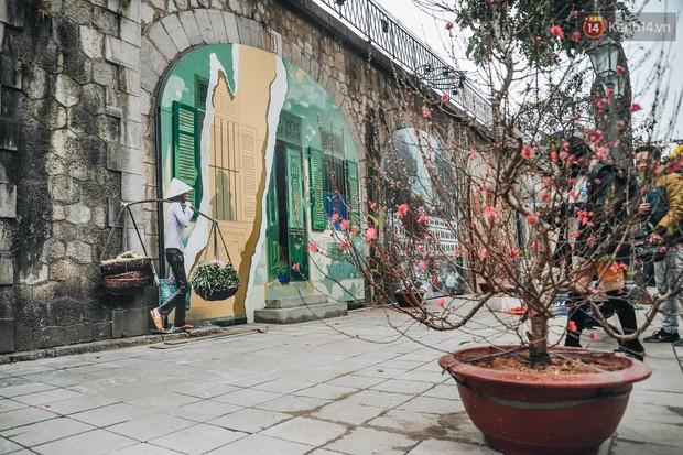 Phố bích họa Phùng Hưng hồi sinh, trở thành phố đi bộ kết nối với không gian chợ Đồng Xuân - Ảnh 8.