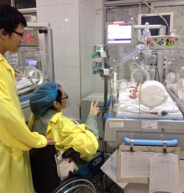 Bộ trưởng Y tế thăm con trai Thiếu úy nhường sự sống cho con - Ảnh 2.