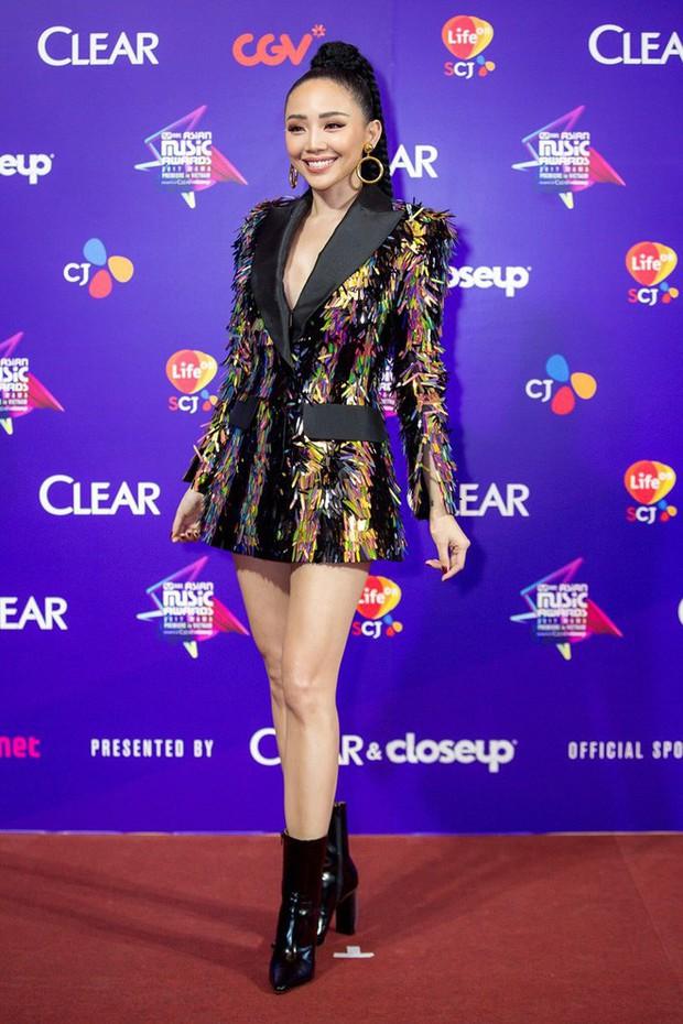 Để tóc dài trang điểm đậm đã không hợp, Hoa hậu HHen Niê còn thua Tóc Tiên trong khoản mix đồ khi đụng hàng - Ảnh 4.
