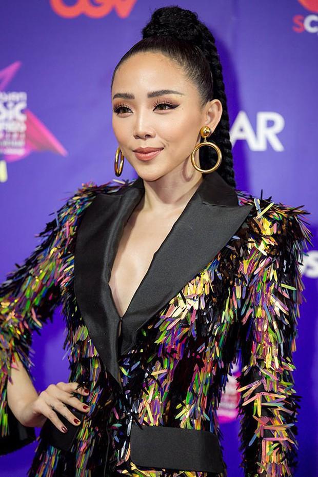 Để tóc dài trang điểm đậm đã không hợp, Hoa hậu HHen Niê còn thua Tóc Tiên trong khoản mix đồ khi đụng hàng - Ảnh 6.