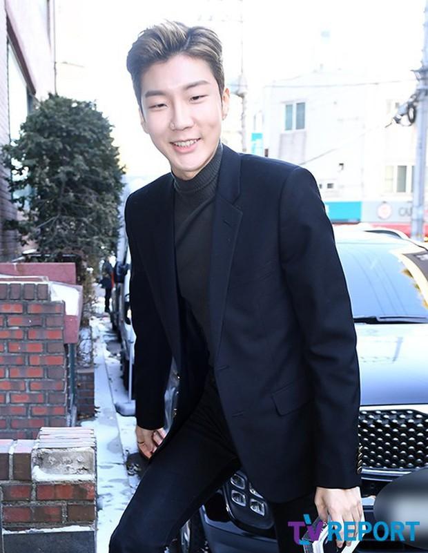Dàn sao siêu sang chảnh dự đám cưới Taeyang: 2NE1 và WINNER như đi thảm đỏ, Black Pink đọ sắc người đẹp không tuổi - Ảnh 17.