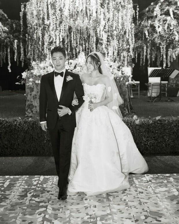 Khoảnh khắc Min Hyo Rin đạt đến đỉnh cao nhan sắc: Khi trở thành cô dâu trong bộ váy cưới trắng muốt - Ảnh 4.