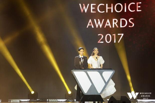 Không diện váy vóc điệu đà, HHen Niê và Kỳ Duyên vẫn tỏa sáng rực rỡ trên thảm đỏ WeChoice Awards 2017 - Ảnh 2.