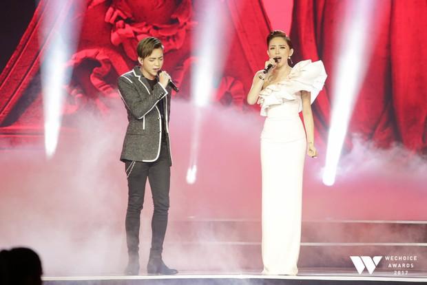 Làm mới ca khúc của cố nhạc sĩ Trịnh Công Sơn, Tóc Tiên và Soobin Hoàng Sơn thăng hoa trên sân khấu Gala WeChoice Awards 2017 - Ảnh 2.