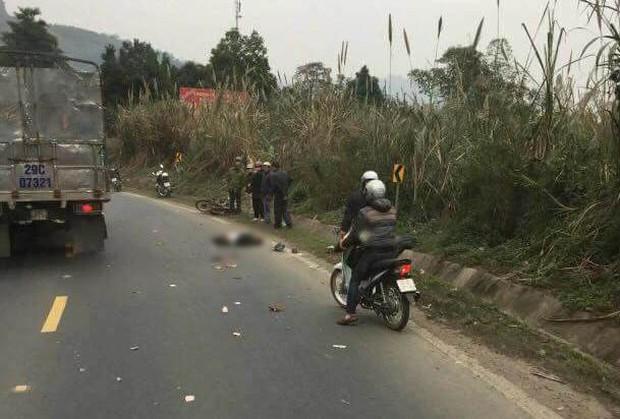 Hòa Bình: Va chạm với xe ô tô tải 2 người đi xe máy bị đứt lìa thân - Ảnh 3.