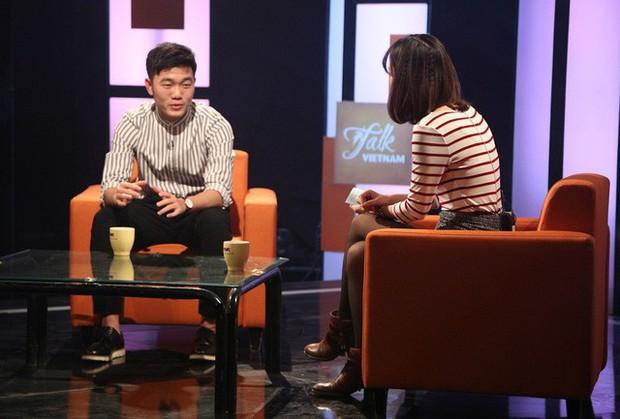 Xuân Trường bắn tiếng Anh suốt 1 tiếng trên talkshow VTV, khiến fan phục sát đất - Ảnh 1.